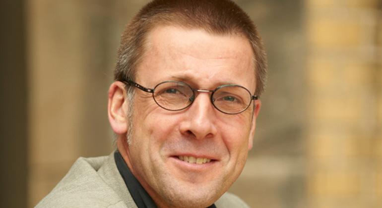 einfachbewusst.de | Prof. Dr. Niko Paech ist einer der bekanntesten Vertreter der Wachstumsrücknahme und der Postwachstumsökonomie.