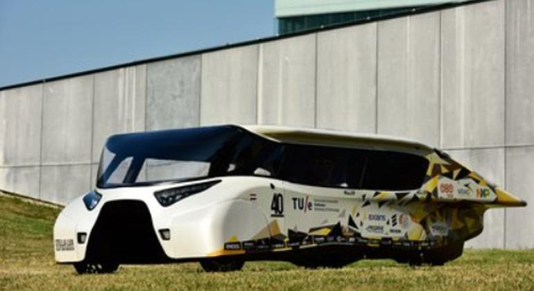 Solar Team Eindhoven reveals 'energy-positive' family car
