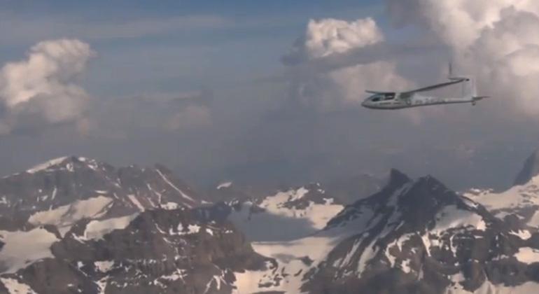 ifb.uni-stuttgart.de   Screenshoot youtube.com   Höher, schneller, weiter - Batterieflugzeug e-Genius im Erfolgsrausch