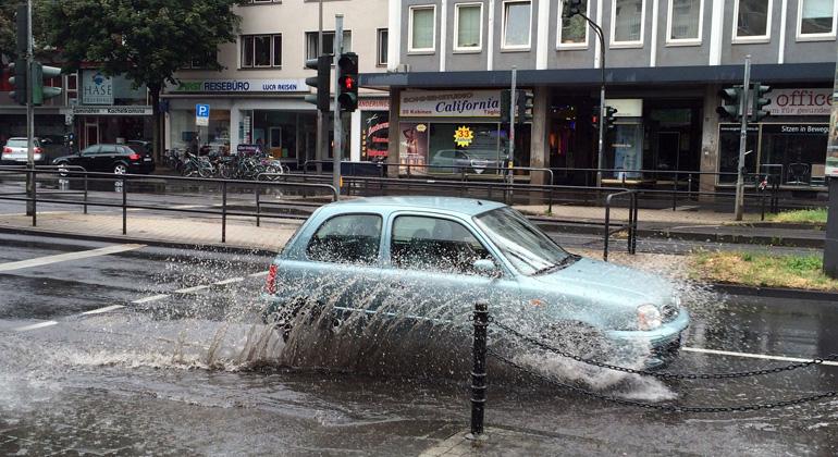 MUST Städtebau | dbu.de | Durch Starkregen mit großen Niederschlagshöhen und schweren Überflutungen sehen sich Kommunen vor große Probleme gestellt.