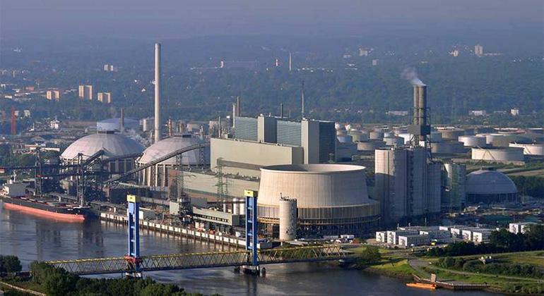 Ajepbah / Wikimedia Commons / Lizenz: CC-BY-SA-3.0 | Das Steinkohlekraftwerk Moorburg im gleichnamigen Hamburger Stadtteil entstand seit 2007 am Standort des drei Jahre zuvor abgerissenen Gaskraftwerks.