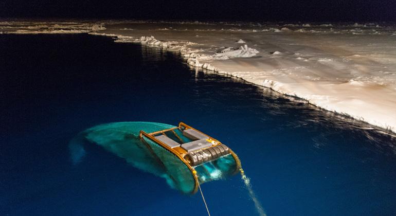 Alfred-Wegener-Instituts (AWI) | Jan van Franeker – IMARES | Das SUIT-Netz im Einsatz in der Antarktis