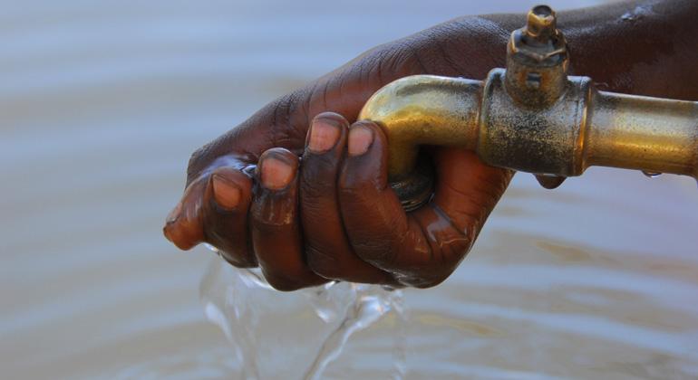 Depositphotos | africa | Fast ein Jahr kein Regen: In Ländern wie Äthopien warten die Menschen auf Regen, in anderen Regionen Afrikas gibt es Hochwasser und Sturzfluten.