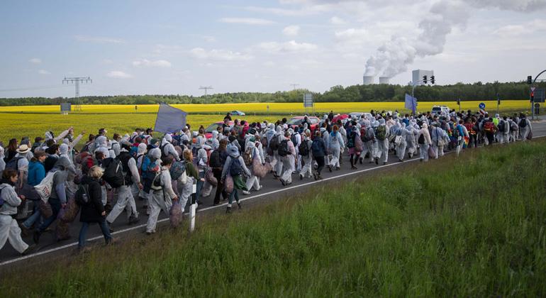 ende-gelaende.org   Über 1.500 Aktivist*innen besetzen Kohlekraftwerk Schwarze Pumpe in der Lausitz.