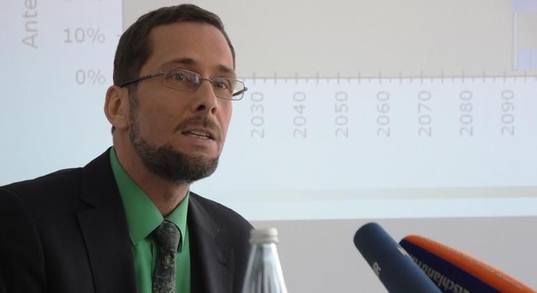 Christoph Rasch   Greenpeace Energy eG   Pressekonferenz in Berlin: Prof. Dr. Volker Quaschning bei der Vorstellung der Studie.