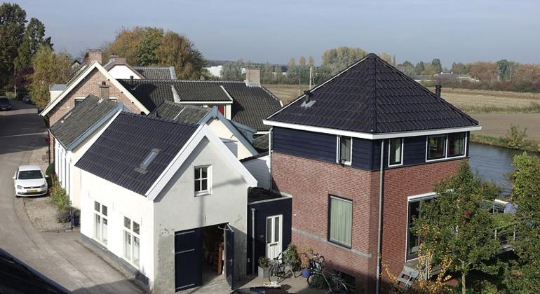 ZEP B.V. / Die Photovoltaik ist im Dach vollends integriert.