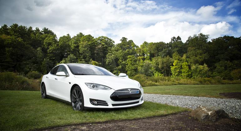 E-Mobilität: Fahren mit Solarstrom ist rund 70 Prozent günstiger