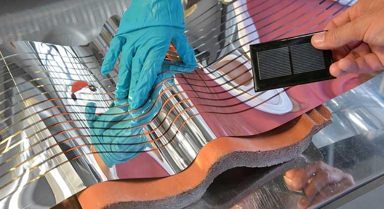 NanoSYD | Christian-Albrechts-Universität | Langfristig sollen flexible Solarzellen über Rolle-zu-Rolle-Druck-Anlagen großflächig hergestellt werden können.