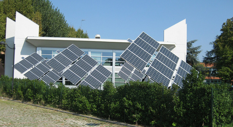 pixabay.com | Triangular | Bei Photovoltaik-Eigenverbrauch sind bestimmt Mitteilungspflichten zu erfüllen.