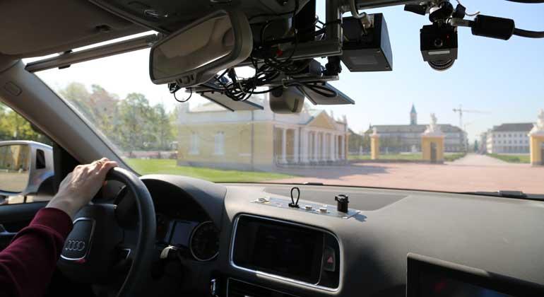 FZI Forschungszentrum Informatik | Damit Autos zukünftig alleine durch Karlsruhe fahren können, müssen bei Testfahrten erst die Streckendaten erhoben werden.