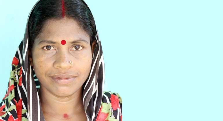 ANDHERI HILFE   Kavita Karmaker lebt im Phoolbari Teegarten im Nordosten von Bangladesch, wo die ANDHERI HILFE gemeinsam mit der Partnerorganisation USS ein integriertes Entwicklungsprojekt fördert.