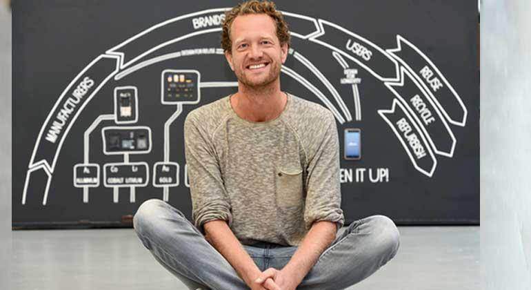 forum-csr.net   Peter Himsel   Fairphone Gründer Bas van Abel hat die gesamte Wertschöpfungskette im Blick: Material, Design, Fertigung, Vertrieb und Lebenszyklus eines Smartphones werden für das Fairphone auf den Prüfstand gestellt.