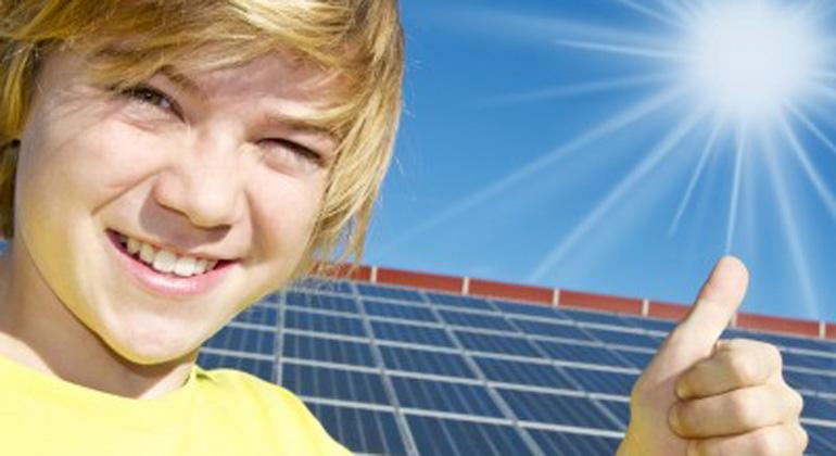 ClipDealer.com | fotoliker | Stadt Freiburg startet neue Solarkampagne.