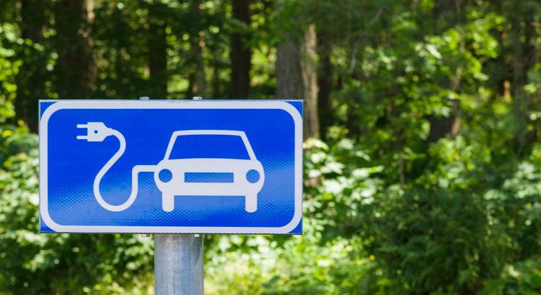 Depositphotos | leskas | Schnelles Aufladen von Millionen Elektroautos ist ein grünes Problem.