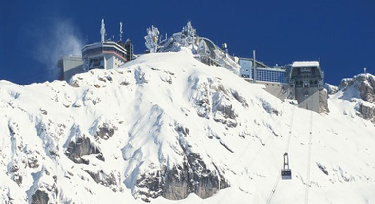 Fotolia.com | ArnLay | Die Zugspitze ist unser Frühwarnsystem für den Klimawandel in den Bayerischen Alpen.