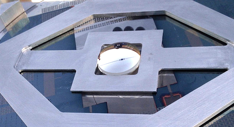 Giebink Lab | Die Fläche der Mehrschicht-Solarzelle beträgt nur etwa 0,5 Quadratmillimeter