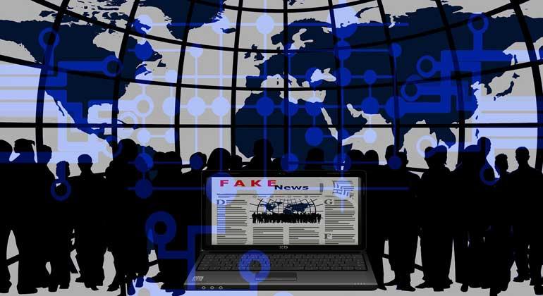 """pixabay.com   pixel2013   Der """"Faktor Mensch"""" ist dafür verantwortlich, dass sich Desinformation, Halbwahrheiten und Hass in Teilen des Internets verbreiten können. Aber auf der anderen Seite ist er es auch, der das Internet zu einem vertrauenswürdigeren, menschlicheren und zivilisierteren Ort machen kann."""