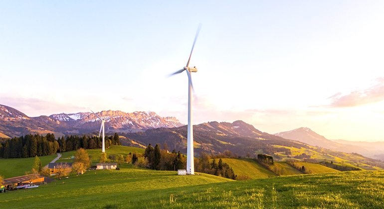 pixabay | Lukas Bieri | Wind farm in the prealps of Switzerland: If wind power is only planned according to national strategies, instead of weather-based all-European considerations, fluctuations in production are undesirably intensified