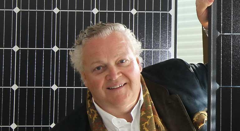 Europressedienst | Vorstandschef Frank Asbeck - Zumindest mit der Zell- und Modulfertigung will Frank Asbeck in Deutschland weitermachen.