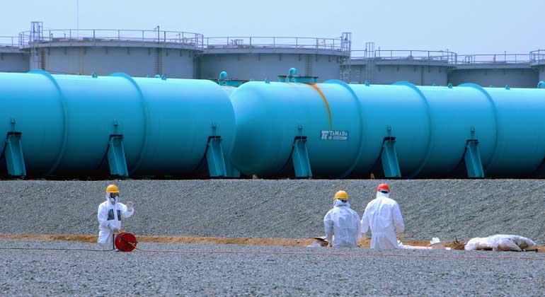 flickr.com | Greg Webb / IAEA | CC BY-SA 2.0 | TEPCO's Fukushima Daiichi Nuclear Power Station, April 2013, in den Wassertanks befindet sich radioaktiv verseuchtes Wasser.