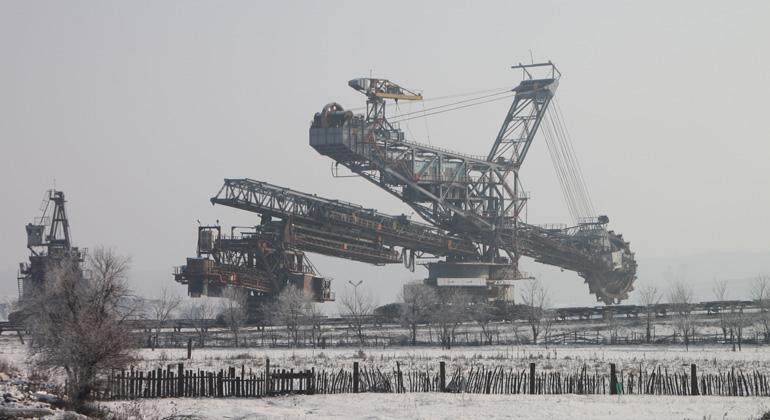 pixabay.com | byrev | Durch Tagebaue wie bspw. den Kohleabbau in der Lausitz gelangt zunehmend Sulfat in die Gewässer. Hohe Sulfatwerte im Trinkwasser beeinträchtigen die Gesundheit und schaden der Umwelt.