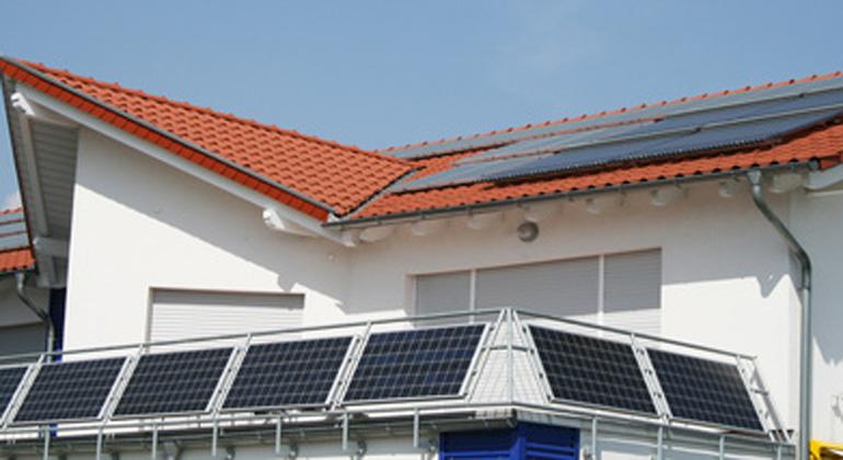 Fotolia.com | SandraZuerlein | Netzbetreiber bauen neue Hürden für Stecker-Solarmodule auf