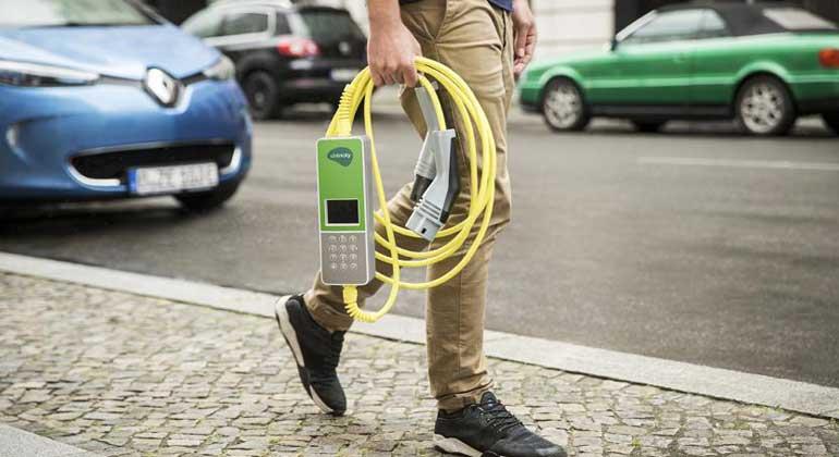 ubitricity.com | Ubitricity nutzt die schon vorhandene Infrastruktur der Straßenbeleuchtung für sein Ladesystem.