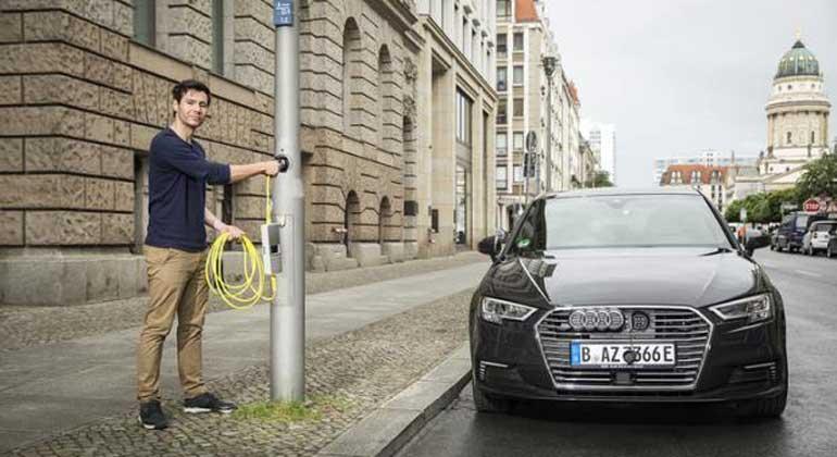ubitricity.com | Ein weiterer smarter Aspekt ist das E-Roaming-System, das es den Kunden ermöglicht, ihren eigenen grünen Energietarif zu nutzen – ganz egal, bei welcher der umgebauten Laternen von Ubitricity sie ihr E-Fahrzeug laden.