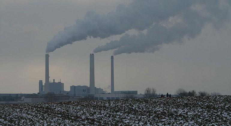 N. P. Holmes/Wikimedia Commons | 60 Prozent der Bürger wollen, dass das Heizkraftwerk an der Stadtgrenze in Unterföhring bis Ende 2022 vom Netz geht.