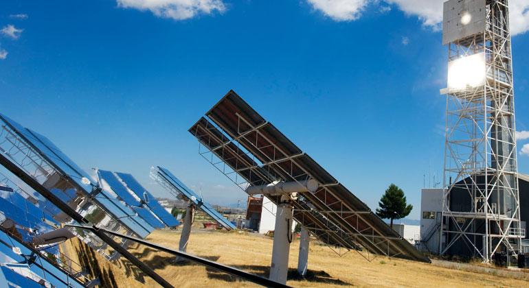 Deutsches Zentrum für Luft- und Raumfahrt (DLR) | Wasserstoffherstellung mit konzentrierten Sonnenstrahlen