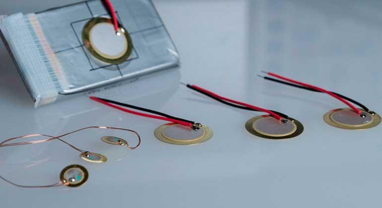 K. Selsam, Fraunhofer ISC | Das neue Verfahren bietet somit eine zuverlässige, energiesparende und kostengünstige Erweiterung bestehender Messmethoden der Batteriemanagementsysteme und eröffnet speziell für die weit verbreiteten Lithium-Ionen-Batterien im Sektor der Elektromobilität viele Vorteile.