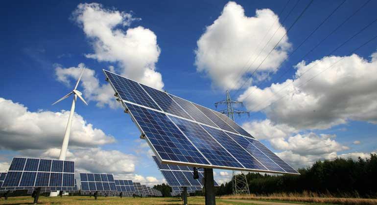 Forscher entwickeln Nanogras-Glas für höhere Effizienz von Solarmodulen