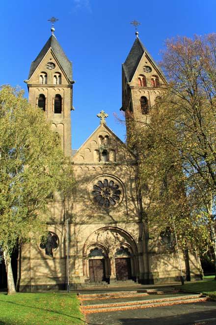 Depositphotos | mitifoto | Die ehemalige römisch-katholische Kirche St. Lambertus befindet sich im Ortsteil Immerath der Stadt Erkelenz in Nordrhein-Westfalen. Sie steht als Baudenkmal unter Denkmalschutz, soll aber ab dem 8. Januar 2018 für den Braunkohle-Tagebau Garzweiler abgerissen werden.