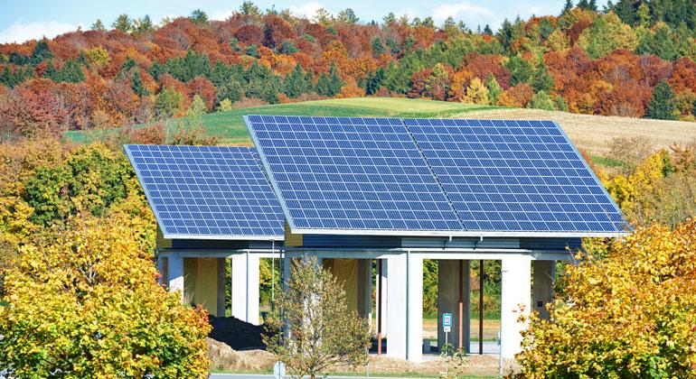 """bigstock   kadmy   """"Immer mehr Menschen wollen ihr Zuhause auch gut für die Zukunft gerüstet wissen und setzen auf eigene Solaranlagen, Speicher oder die Möglichkeit, in Zukunft ein E-Auto mit Eigenstrom laden zu können,"""" so Gero Lücking, Geschäftsführer Energiewirtschaft bei LichtBlick."""