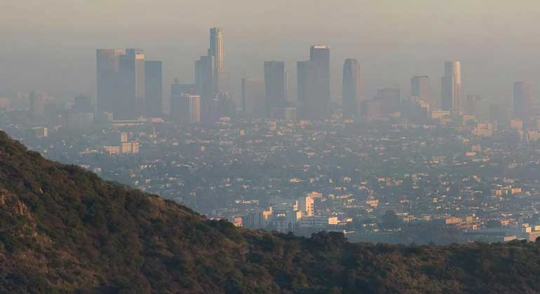 WikimediaCommons| DAVID ILIFF. License: CC-BY-SA 3.0 | Los Angeles, Griffith Observatory and air pollution.