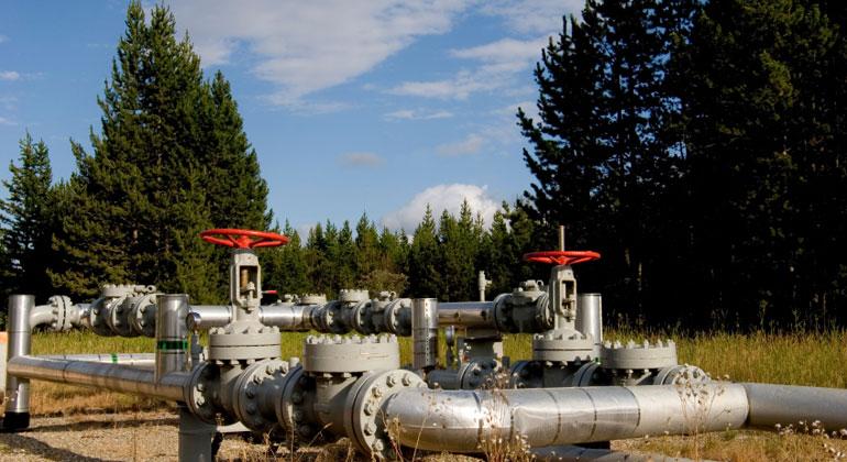 istockphoto.com | wolv | Schon bald könnte die EU zwei neue Mega-Pipelines bekommen, durch die in den nächsten Jahrzehnten Milliarden Kubikmeter Gas nach Europa kommen sollen. Ob das dem Klima hilft oder schadet, ist umstritten.
