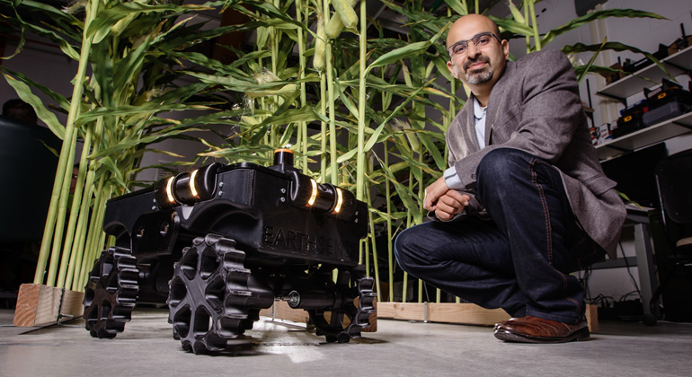 "University of Illinois | L. Brian Stauffer | Girish Chowdhary und sein Agrarroboter ""TerraSentia"""