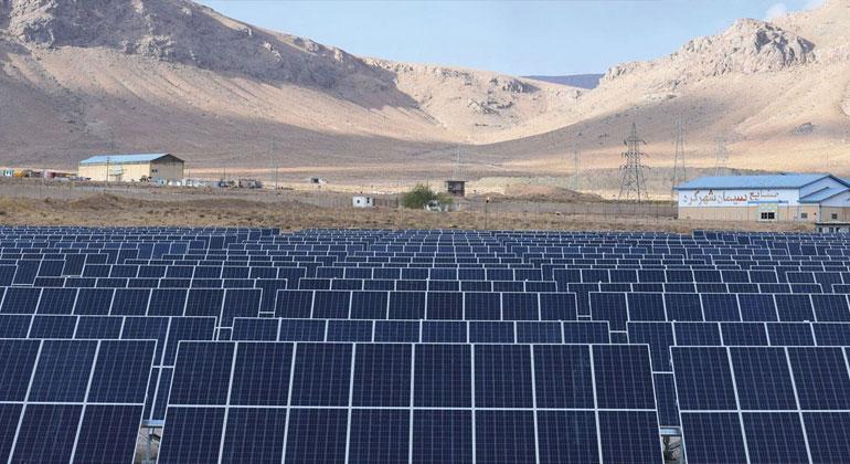 FroniusSolar   fronius.com   Auf über 2.300 Metern Sonnenstrom gewinnen. Die 76 Wechselrichter Fronius Symo trotzen Temperaturen von -40 bis +60°C.