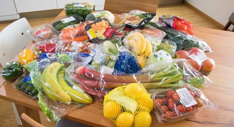 NABU/S. Hennigs | Obst und Gemüse wird in Deutschland immer mehr verpackt verkauft - mittlerweile 63 Prozent. Dies ist das Ergebnis einer Studie im Auftrag des NABU.