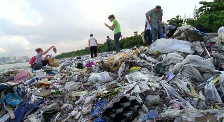 obs/ZDF | Wissenschaftler schätzen, dass etwa zwölf Milliarden Tonnen Plastikmüll im Jahr 2050 in den Ozeanen treiben.