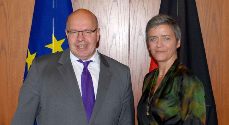 BMWi/Susanne Eriksson | Bundeswirtschaftsminister Altmaier (links) mit EU-Wettbewerbskommissarin Margrethe Vestager (rechts)