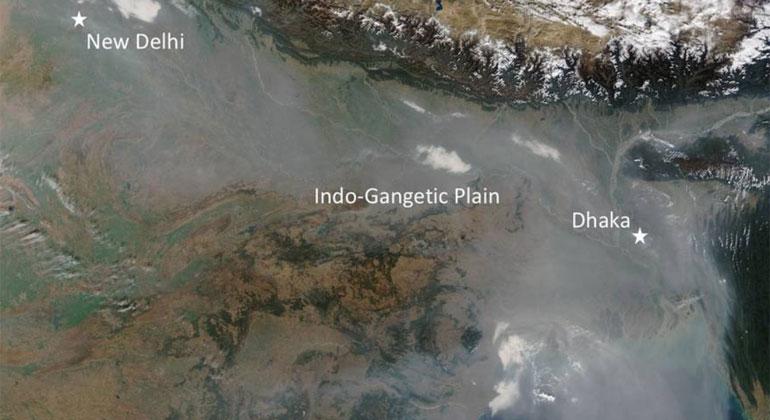 NASA, Jeff Schmaltz, LANCE/EOSDIS Rapid Response   Eine riesige Schmutzwolke über Südasien: die Atmospheric Brown Cloud entsteht jedes Jahr während der Wintermonate durch die Verbrennung von Biomasse und fossilen Brennstoffen und verschwindet im Frühjahr wieder.