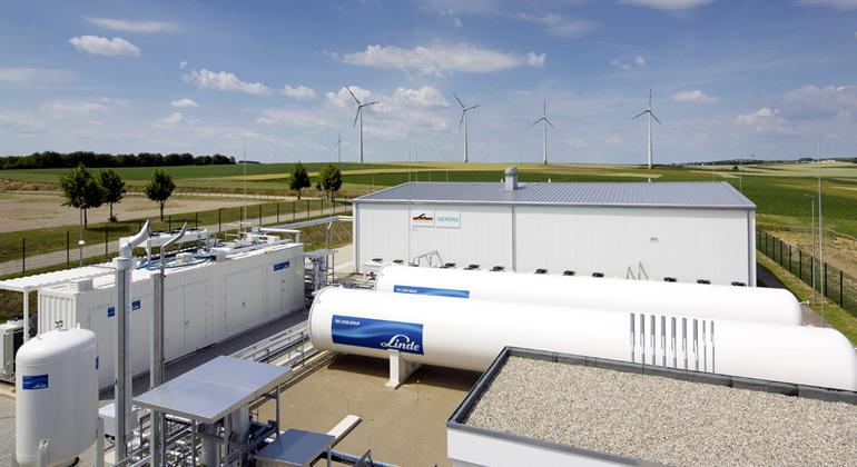 Siemens, Erich Malter | Im Energiepark Mainz kommen erstmals PEM-Elektrolyseure im Megawattbereich zum Einsatz. Dieses Verfahren kann sich gut an Stromschwankungen anpassen