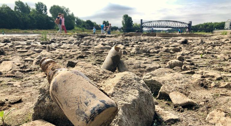 kit.edu   Marco Kaschuba   Ausgetrocknet: Flussbett der Elbe in Magdeburg am 8. Juli 2018.