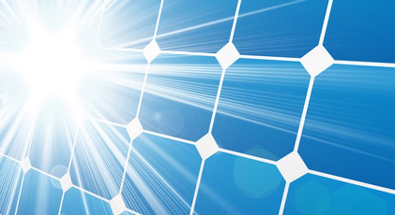 Fotolia.com | Elisabetta | Ohne die Solarenergie hätte es im Juli große Herausforderungen für die Stromversorgung in Deutschland gegeben, wie Bruno Burger, Leiter der Energy Charts am Fraunhofer ISE betont.