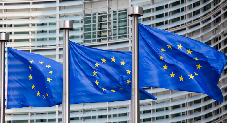 Depositphotos | jorisvo | Starken Druck übt die EU-Kommission auf die Umweltsünder der Automobilindustrie aus.