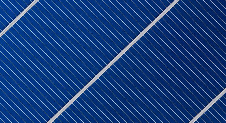 Heraeus' SCR technology is claimed to be a breakthrough in conventional ribbon use, due the ribbon designed with stripes of highly-reflective white coating running along its edges, with the solder coating material in the middle section. Image: Heraeus