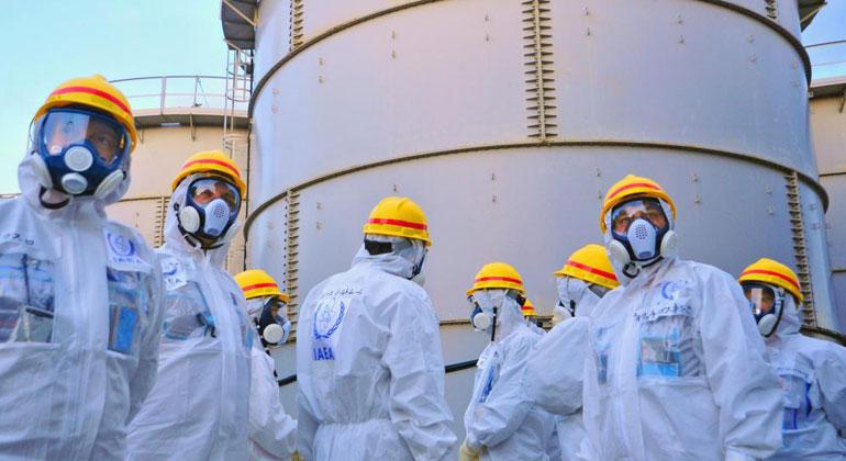 Bild (2013) IAEA/CC BY-2.0   Einer der mittlerweile fast 700 Tanks für kontaminiertes Wasser auf dem AKW-Gelände.