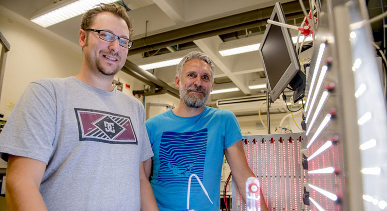 RUB, Marquard | The Bochum researchers Marc Nowaczyk (right) and Adrian Ruff