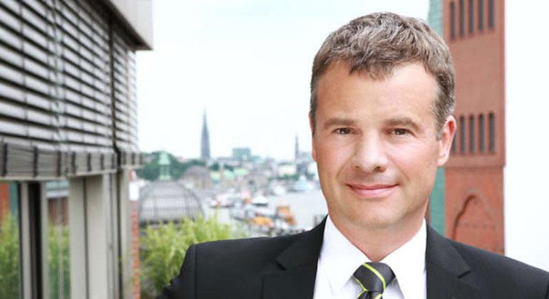 springer.com | Dr. Rüdiger Fox ist Unternehmenslenker, Krisenmanager und innovativer Querdenker. Nach Studien der Luft- und Raumfahrttechnik und der Betriebswirtschaft wurde er in Kulturwissenschaften promoviert.